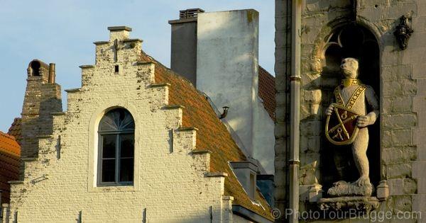 photo-tour-brugge-sample-06 History built into buildings. Bear, symbol of Brugge